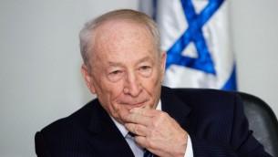 المستشار القانوني للحكومة يهودي فاينشتين في وزارة العدل في القدس، 17 مايو 2015 (Dudi Vaknin/Pool)