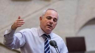 وزير الطاقة يوفال شتاينتس خلال كلمة له في الكنيست في 7 سبتمبر، 2015. (Yonatan Sindel/Flash90)