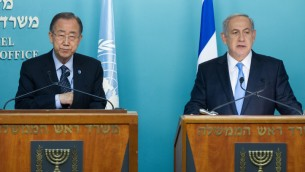 امين عام الامم المتحدة بان كي مون ورئيس الوزراء بنيامين نتنياهو خلال مؤتمر صحفي مشترك في مكتب رئيس الوزراء في القدس، 20 اكتوبر 2015 (Miriam Alster/Flash90)