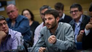 عضو الكنيست بتسلئيل سموتريتش (البيت اليهودي) خلال جلسة للجنة في الكنيست، 11 يناير، 2016. (Miriam Alster/Flash90)