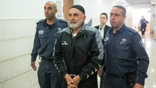 ناشط اليسار عزرا  ناوي في المحكمة المركزية في القدس، 25 يناير، 2016. (Yonatan Sindel/Flash90)
