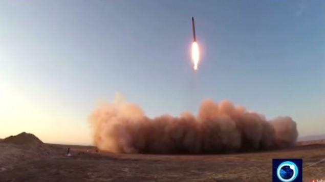 صورة شاشة لتصوير اخر اطلاق لصاروخ إيراني، 10 اكتوبر 2015 (YouTube/PressTV News Videos)