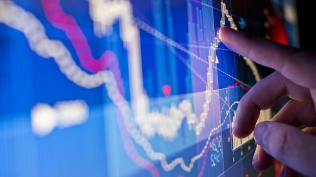 صورة توضيحية لبيانات مالية في البورصة (via Shutterstock)