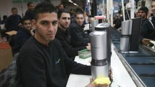 """مصنع """"صودا ستريم"""" في الضفة الغربية الذي تم نقله إلى النقب في أعقاب إنتقادات دولية. (Nati Shohat/Flash90/via JTA)"""