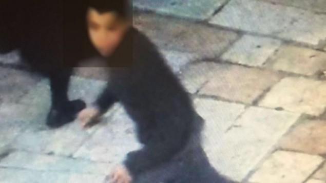 صورة لمشتبه به في هجوم طعن فتى إسرائيلي عند باب العامود في 30 يناير، 2016. (Courtesy)