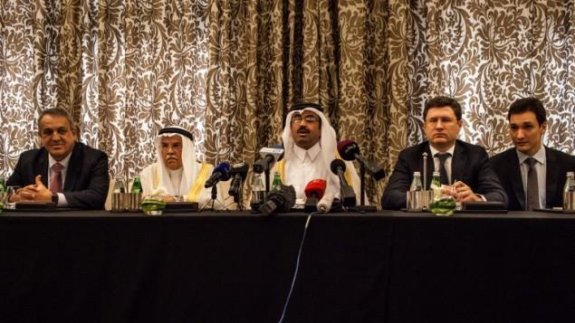 وزراء الطاقة والنفط في روسيا، قطر، السعودية وفنزويلا خلال مؤتمر صحفي في الدوحة، 16 فبراير 2016 (OLYA MORVAN / AFP)