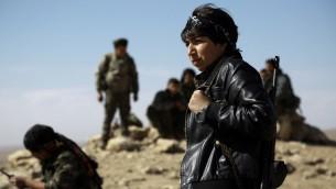 مقاتلين في قوات سوريا الديموقراطية، التحالف العربي الكردي بقيادة وحدات حماية الشعب الكردية، في الحسكة، 19 فبراير 2016 (DELIL SOULEIMAN / AFP)
