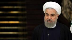 الرئيس الإيراني حسن روحاني خلال مؤتمر صحفي في العاصمة الإيرانية طهران، 27 فبراير 2016 (AFP/ATTA KENARE)