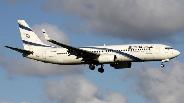 طائرة إل عال من طراز بوينغ 737-800 في طريقها إلى مطار سخيبول في أمسستردام في 2012. (Andre Wadman/Wikipedia/GFDL 1.2)