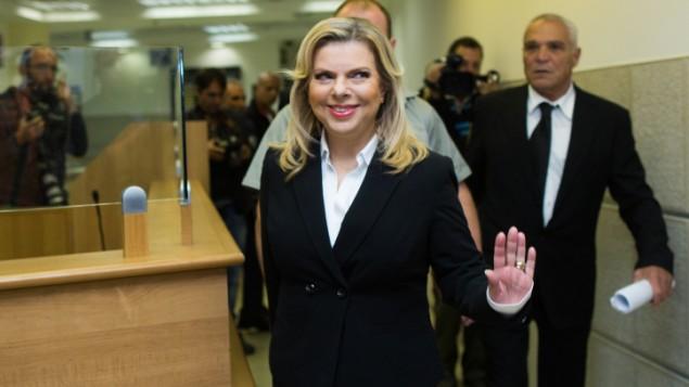 من الأرشيف: سارة نتنياهو، زوجة رئيس الوزراء بينيامين نتنياهو، في محكمة العمل في القدس، 29 أكتوبر، 2015. (Yonatan Sindel/Flash90)