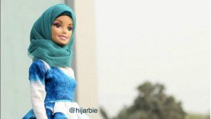 'حجاربي'، باربي تردتدي الحجاب وازياء شرعية من صناعة حنيفة ادم (Instagram)