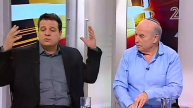 ايمن عودة (يسار) ونيسان سلوميانسكي خلال مقابلة في 29 فبراير 2016 (Channel 2 screenshot)