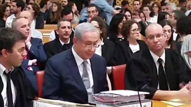 رئيس الوزراء بينيامين نتنياهو في ظهور أمام المحكمة العليا في القدس في 14 فبراير، 2016، في جلسة لحبث الأإتفاق لتطوير حقول الغاز. (لقطة شاشة: القناة 2) .