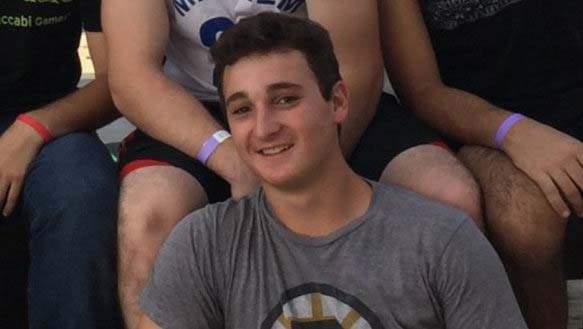 عزرا شفارتس (18 عاما) من ماساتشوستس، الذي قُتل في هجوم وقع في مفترق عتصيون في الضفة الغربية في 19 نوفمبر 2015 (Courtesy)