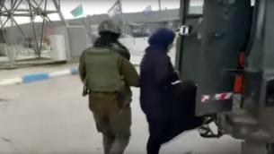 إعتقال فتاة فلسطينية وبحوزتها سكين في مفرق تبواح في الضفة الغربية (Times of Israel/ YouTube)