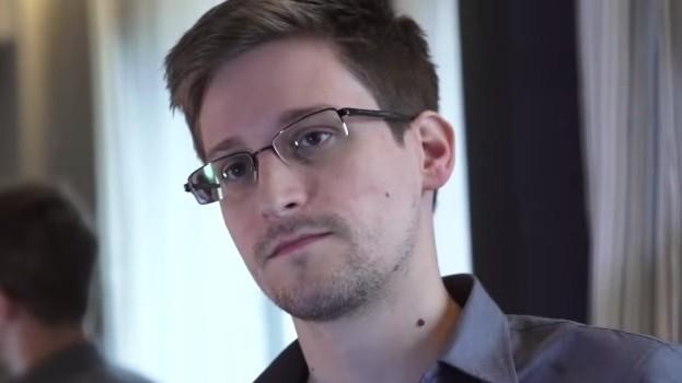 ادوارد سنودن (YouTube screen capture)