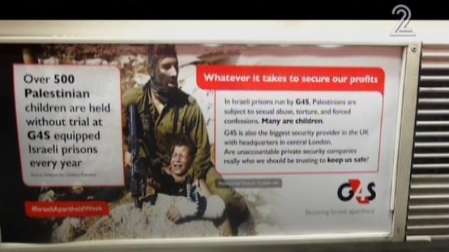 ملصق مناهض لإسرائيل تم وضعه بصورة غير قانونية في شبكة أنفاق لندن الإثنين، 22 فبراير، 2016. (لقطة شاشة: القناة 2)