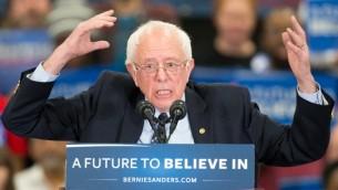 المرشح الديمقراطي للرئاسة الامريكية بيرني ساندرز في ولاية مشيغان، 6 مارس 2016 (GEOFF ROBINS / AFP)