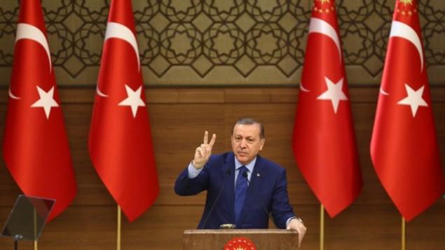 الرئيس التركي رجب طيب أردوغان خلال خلال خطاب له في القصر الرئاسي في أنقرة، 16 مارس، 2016. (AFP / ADEM ALTAN)