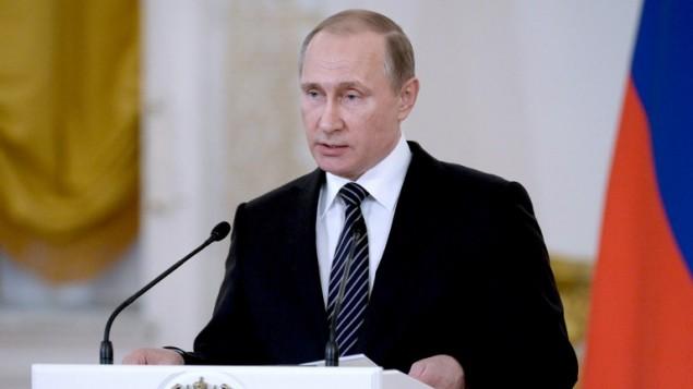 الرئيس الروسي فلاديمير بوتين يقدم خطاب في حفل تكريم للجنود العائدين من سوريا في الكرملين، 17 مارس 2016 (ALEXEI NIKOLSKY / SPUTNIK / AFP)