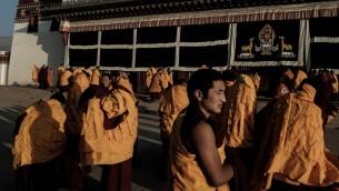 صورة توضيحية لرهبان تيبتيين، 17 ديسمبر 2015 (BENJAMIN HAAS / AFP)