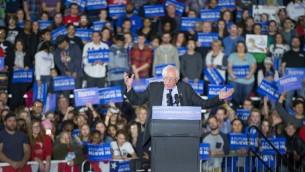 المرشح الرئاسي الديمقراطي بيرني ساندرز خلال خطاب في ولاية ويسكونسن، 26 مارس 2016 (Scott Olson/Getty Images/AFP)