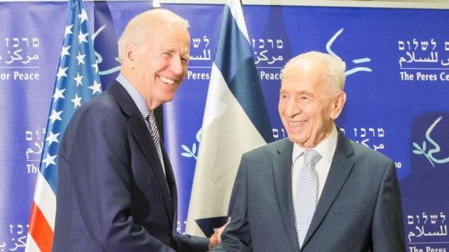 نائب الرئيس الاميركي جو بايدن يلتقي الرئيس الاسرائيلي الاسبق شيمون بيريز في مركز شيمون بيريز للسلام في تل ابيب، 8 مارس 2016 (Peres Peace Center)