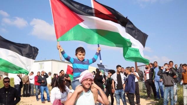 عرب في إسرائيل يحيون ذكرى 'يوم الأرض'  خلال مسيرة في بلدة عرابة في الجليل، 30 مارس، 2016. (القائمة المشتركة)