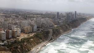 مدينة نتانيا الساحلية، 16 ابريل 2013 (Flash90)