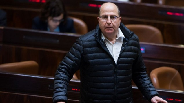 وزير الدفاع موشيه يعالون في الكنيست، 28 مارس 2016 (Yonatan Sindel/Flash90)