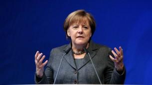 المستشارة الألمانية أنغيلا ميركل في كلمة لها خلال إطلاق الحملة الإنتخابية للحزب الديمقراطي المسيحي لإنتخابات ولاية ماغدبورغ، شرقي ألمانيا، 13 فبراير، 2016. (AFP/Ronny Hartmann)
