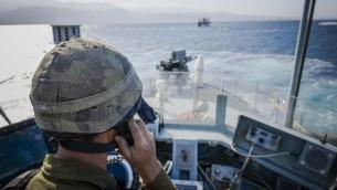 جندي اسرائيلي يشارك في تدريب بحري في البحر الاحمر في 31 مارس 2016 (IDF Spokesperson's Unit)