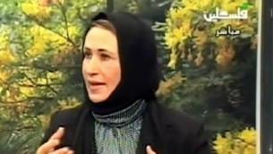 النائبة في المجلس التشريعي الفلسطيني نجاة أبو بكر تتحدث إلى الإعلام الفلسطيني في 2010. (لقطة شاشة: YouTube)