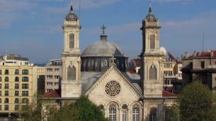 كنيسة الثالوث الاقدس في اسطنبول (screen capture: YouTube)