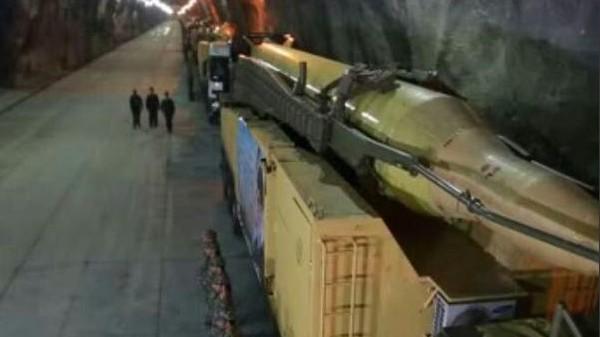 صاروخ بالستي تدعي إيران انه متواجد في قاعدة تحت ارضية في مكان غير معروف في البلاد (screen capture: PressTV)