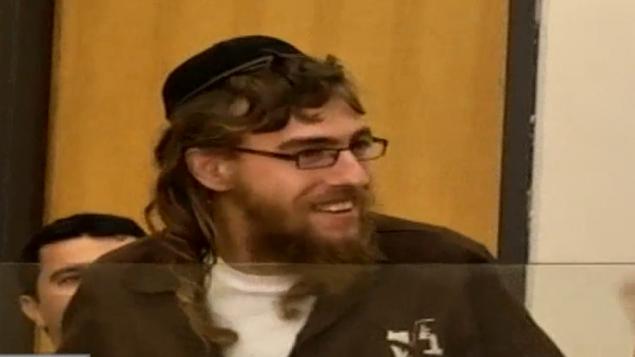 موشيه اورباخ يبتسم في المحكمة، 18 فبراير 2016 (Channel 10 screen capture)