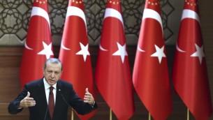 الرئيس التركي رجب طيب اردوغان خلال خطاب في القصر الرئاسي في انقرة، 9 ديسمبر 2015 (AFP / ADEM ALTAN)