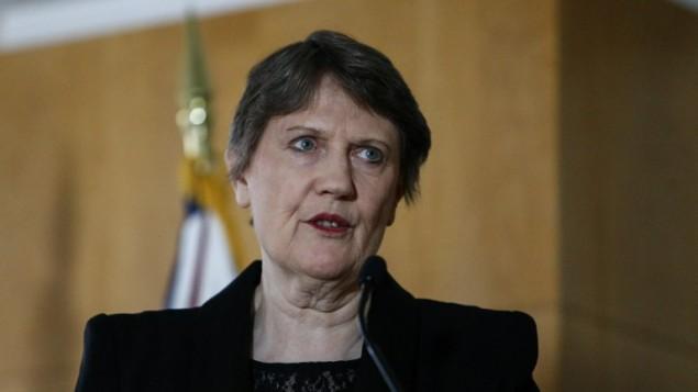 رئيسة وزراء نيوزيلندا السابقة هلين كلارك في مكتب بعثة نيوزلندا للامم المتحدة في نيويورك، 4 ابريل 2016 (KENA BETANCUR / AFP)