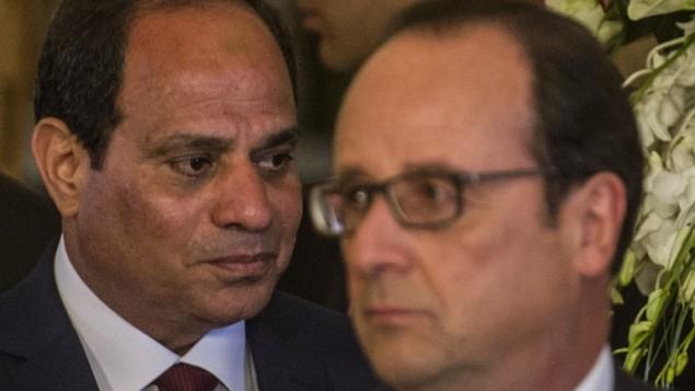 الرئيسان المصري عبد الفتاح-سيسي (L) ونظيره الفرنسي فرانسوا هولاند خلال مؤتمرا صحفيا عقب اجتماعهما في قصر القبة في القاهرة  17 أبريل 2016. KHALED DESOUKI / AFP