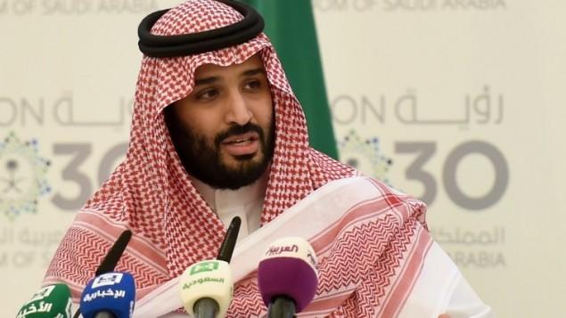 ولي ولي العهد السعودي الامير محمد بن سلمان بن عبد العزيز خلال مؤتمر صحفي في الرياض، 25 ابريل 2016 (AFP / FAYEZ NURELDINE)