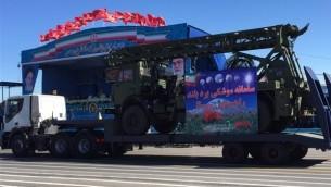 إيران تعرض ما تدعي انها اجزاء من نظام الدفاع الصاروخي اس-300 الذي حصلت عليه مؤخرا من روسيا في طهران، 17 ابريل 2016 (Fars News Agency)