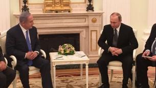 رئيس الوزراء بنيامين نتنياهو يلتقي مع الرئيس الروسي فلاديمير بوتين في موسكو، 21 ابريل 2016 (Courtesy)