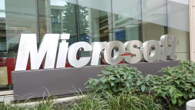 صورة توضيحية لشعار شركة مايكروسوفت (CC BY bfishadow, Flickr)