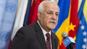 رياض منصور يتحدث لصحافيين في 6 أبريل، 2015. (UN /Loey Felipe)
