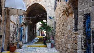 زقاق في البلدة القديمة لمدينة يافا. (Michal Shmulovich/Times of Israel)