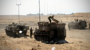 جنود خلال تمرين مفاجئ في هضبة الجولان في سبتمبر 2012. (Shay Wagner/IDF/Flash90)
