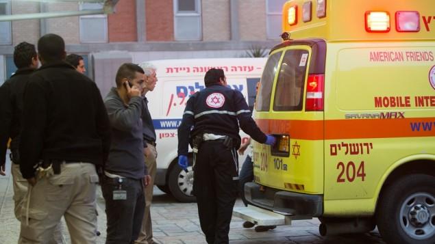 صورة توضيحية لسيارة إسعاف في مستشفى هداسا عين كارم في القدس (Yonatan Sindel/Flash90)