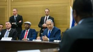 رئيس الوزراء بنيامين نتنياهو خلال مؤتمر حول العلاقات الإسرائيلية الافريقية، نظمه عضو المنيست من الليكود افراهام نيغوسي في الكنيست في 29 فبراير 2016 (Miriam Alster/FLASH90)
