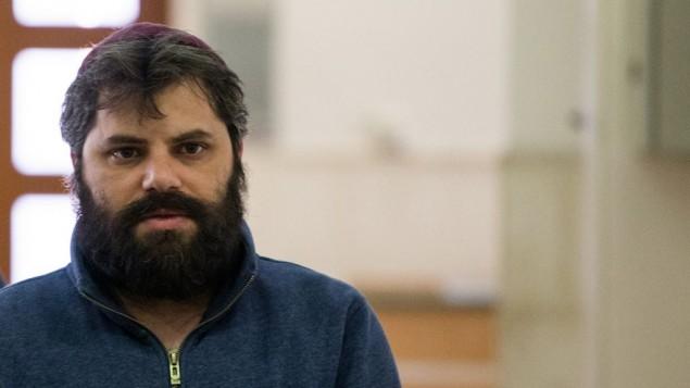 يوسف حاييم بن دافيد، المتهم الثالث بقتل محمد أبو خضير، يصل إلى المحكمة المركزية في القدس في 5 أبريل، 2016. (Yonatan Sindel/Flash90)