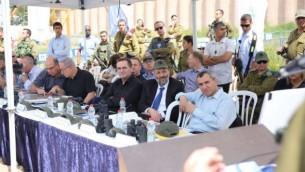 وزراء في المجلس الوزاري الأمني خلال جولة في الضفة الغربية، 6 أبريل، 2016. (Courtesy)